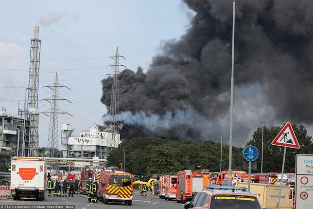 Niemcy. Gigantyczny słup dymu podczas pożaru w fabryce leków