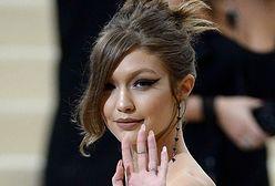 LOOK OF THE DAY: Gigi Hadid w asymetrycznej kreacji