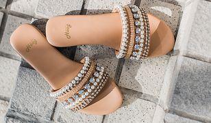 Buciki jak biżuteria. Upiększą stopy w letnim sezonie