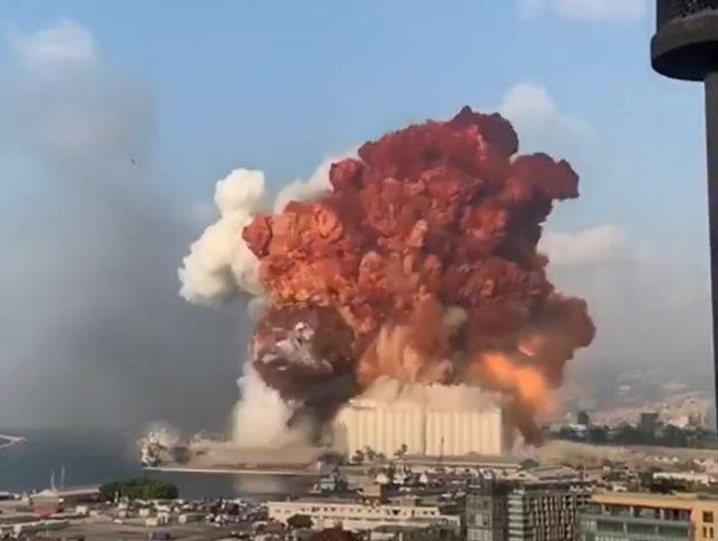 Moiment wybuchu chemikaliów w Bejrucie