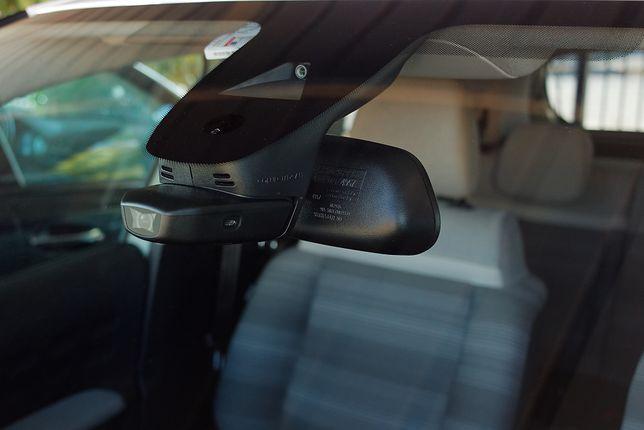 Dziś aktywne systemy bezpieczeństwa są elementem walki o klienta, a niektórzy producenci chcą nimi skłonić nabywców do wybierania droższych wersji aut