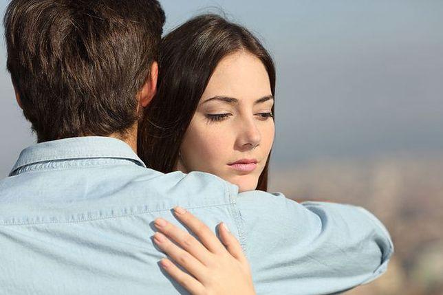 """""""Nie rozumiesz, że cię kocham i chcę mieć ciebie tylko dla siebie""""? Życie z zazdrością"""