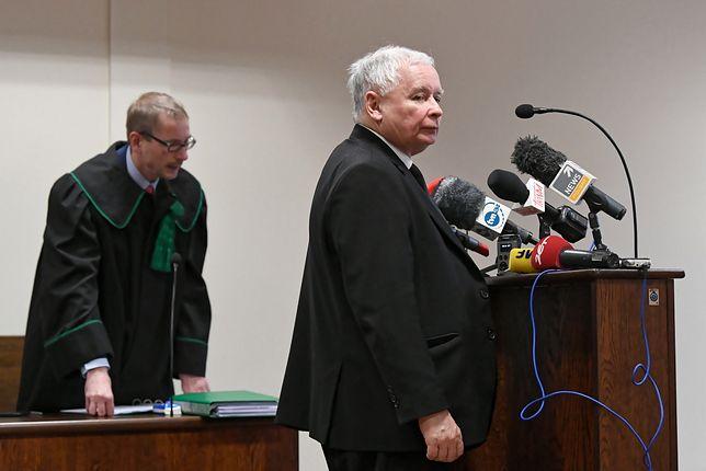 Na procesie prezes PiS pojawił się w towarzystwie mec. Bogusława Kosmusa