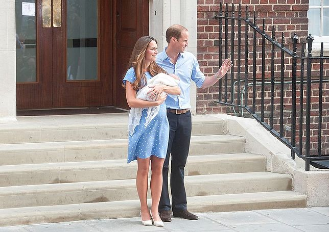 Księżna Kate była przerażona po porodzie. Zanim pokazali się publicznie z dzieckiem, ćwiczyli na lalce