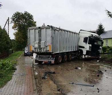 Wypadek z udziałem busa i ciężarówki. Jest ofiara śmiertelna