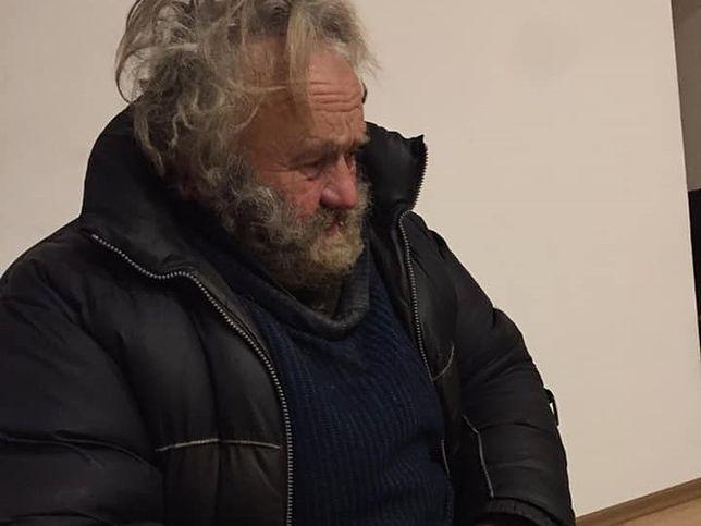 64-letni pan Roman został porzucony przez rodzinę. Pomogły mu obce kobiety