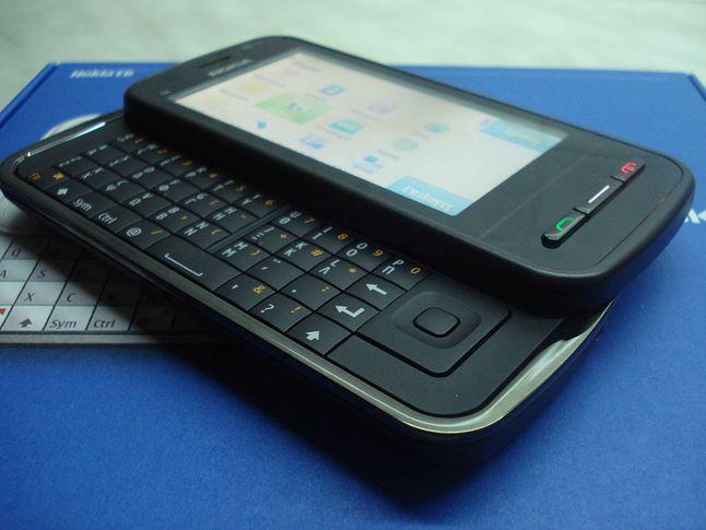 Nokia C6 - mój ideał dawnego smartfona. Wytrzymały, dobra bateria, ekran dotykowy i fizyczna klawiatura
