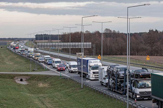 Korki po dwóch wypadkach na jezdni autostardy A2 w stronę Warszawy