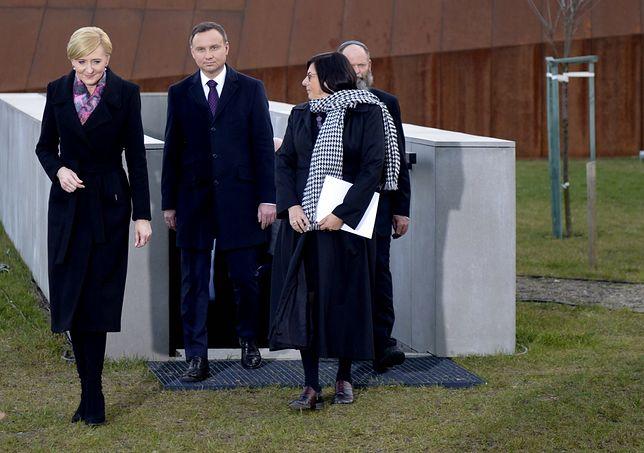 Prezydent Andrzej Duda z żoną i ambasador Izraela Anną Azari podczas otwarcia muzeum w Markowej