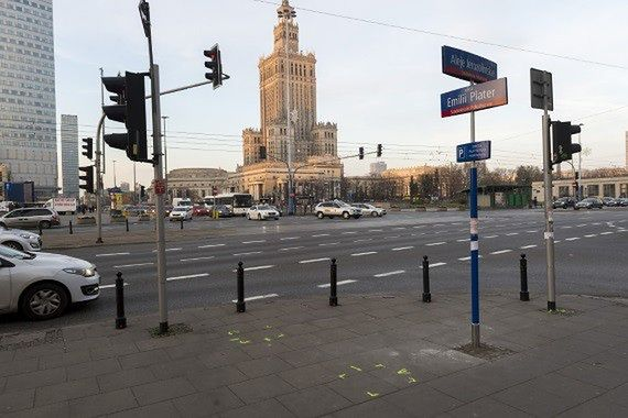 Zebry przy Centralnym już namalowane. Zyskają piesi i rowerzyści