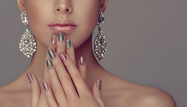 Manicure hybrydowy to jeden z najpopularniejszych obecnie sposobów na ozdobę paznokci