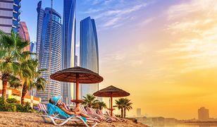 W Dubaju kontrastują ze sobą piaszczyste plaże i strzeliste drapacze chmur