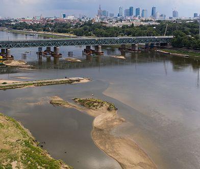 Niski stan wody w Wiśle. Synoptycy przewidują, że obniży się jeszcze bardziej