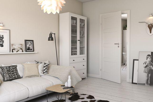 Białe drzwi dopasują się do niemal każdej metamorfozy pomieszczenia.
