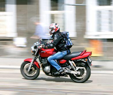 Warszawa. Zderzenie dwóch motocyklistów z samochodami