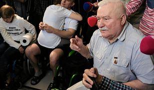 Lech Wałęsa z wizytą u protestujących w Sejmie