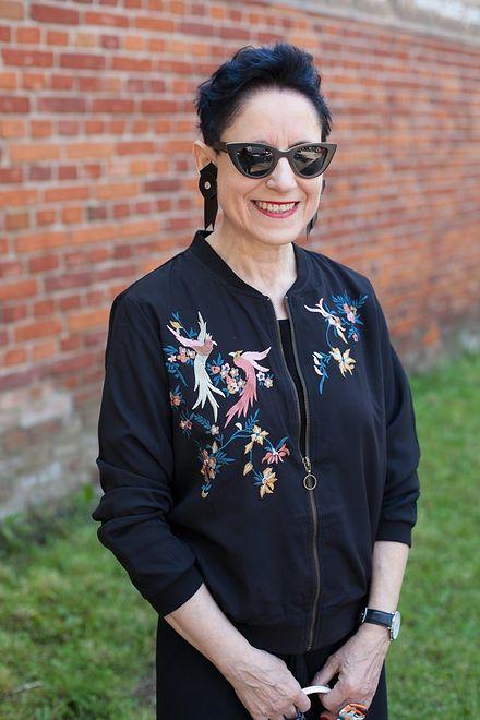 Lekcja mody dla starszych i zaawansowanych. Pani Jaga ma 63 lata i prowadzi bloga o modzie