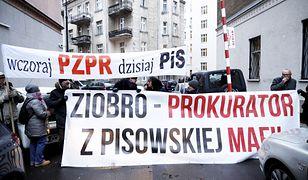 """Protest przed Ministerstwem Sprawiedliwości. Zatrzymany za """"naruszenie miru domowego"""""""