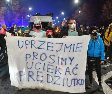Strajk kobiet w Warszawie. Apel o solidarność z osobą przesłuchiwaną w prokuraturze