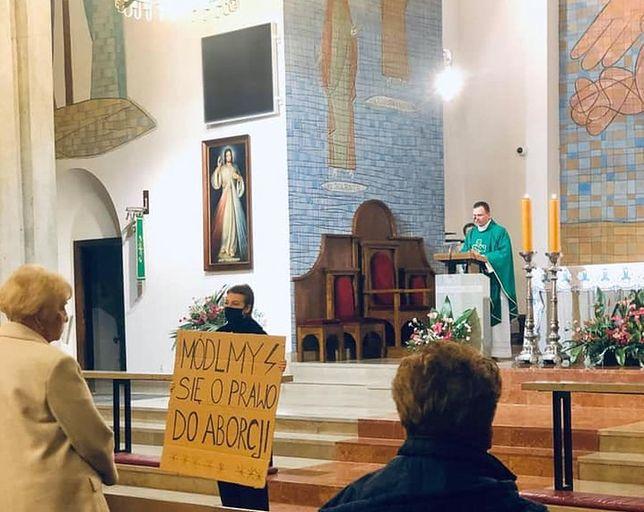 Strajk Kobiet w warszawskim kościele, fot. Ogólnopolski Strajk Kobiet - Facebook