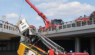Warszawa. Wypadek autobusu na S8. Kierowca usłyszał zarzuty