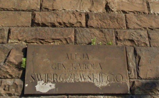 W Warszawie znikną tablice upamiętniające gen. Świerczewskiego