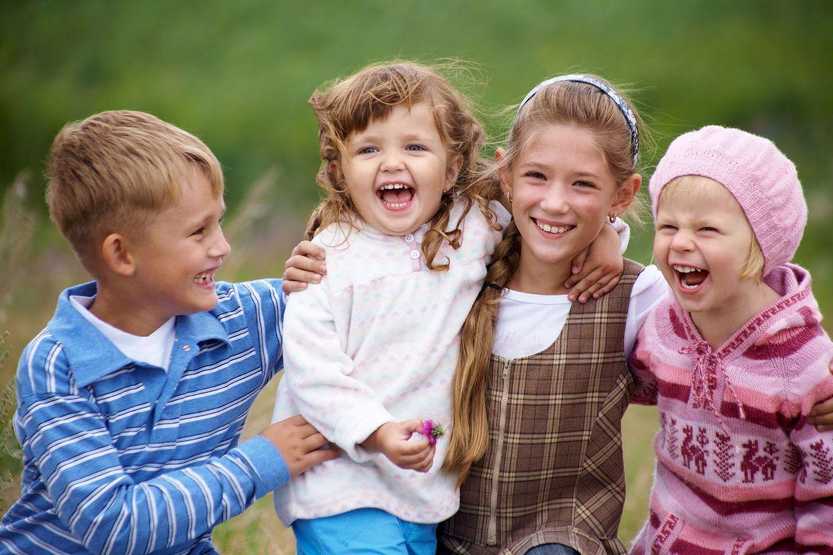 Opieka nad dziećmi w dni wolne. Drogie kombinowanie rodziców