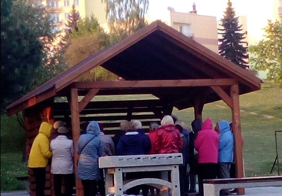 Sąsiedzka wojenka w Kielcach. Miało być miejsce do grillowania, jest kółko modlitewne