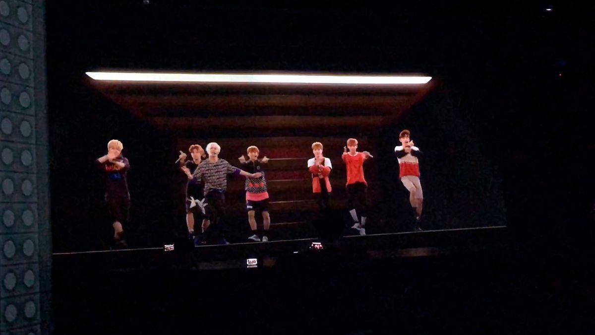 Wybrałem się na koncert hologramów. XIX-wieczna technologia w nowoczesnym wydaniu robi furorę w Korei