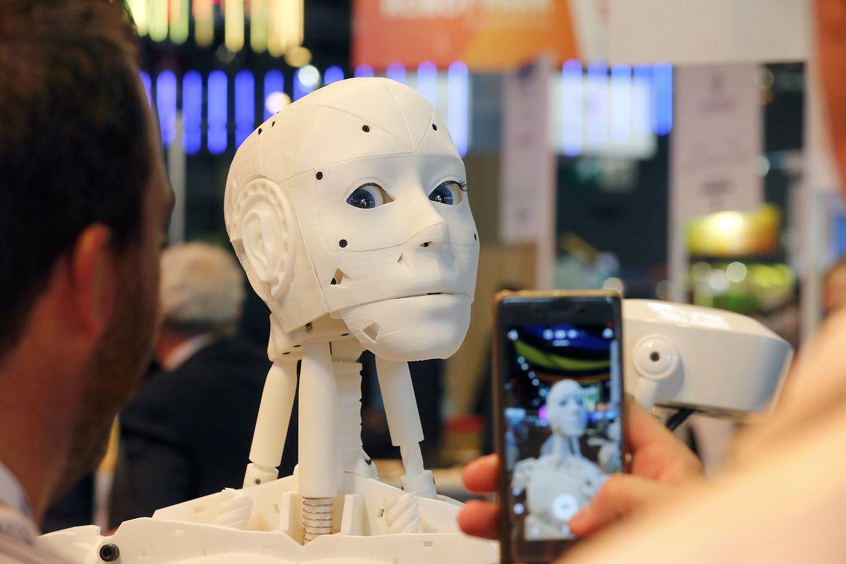 Humanoidalny robot na Salon Viva Technology 2018 w Paryżu. Zdjęcie ilustracyjne