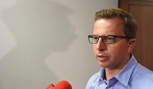 Były rzecznik SLD o wypadku z udziałem szefa MON Antoniego Macierewicza: pytanie, gdzie była brzoza?