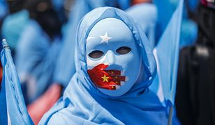 Uczestniczka antychińskiej demonstracji w Stambule, głównym centrum ujgurskiej diaspory