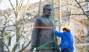 Rozbiórka pomnika księdza prałata Henryka Jankowskiego po decyzji jego usunięcia przez Radę Miasta Gdańska