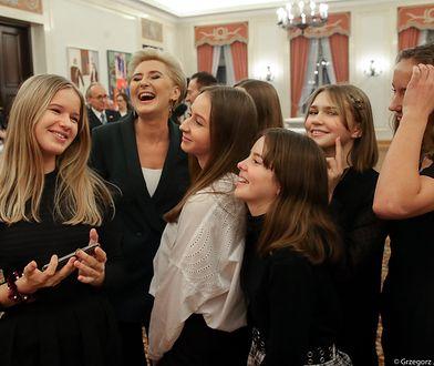 Nastolatki zrobiły sobie pamiątkowe selfie z Pierwszą Damą