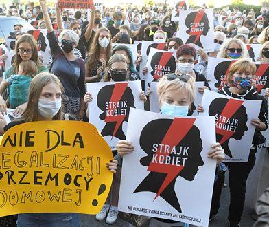"""Strajk kobiet """"Nie dla legalizacji przemocy domowej"""", 24.07.2020"""