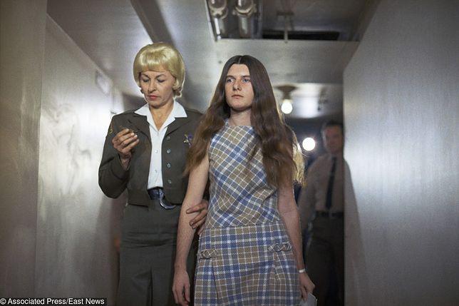Patricia Krenwinkelm (druga od lewej) oraz jej obrończyni w drodze na salę rozpraw, 24 luty 1970