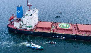 Aktywiści Greenpeace zablokowali statek z importowanym węglem w Porcie Gdańsk