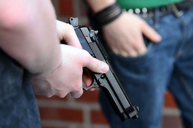 Do strzelaniny doszło w niedzielę około godziny 2 w nocy na przedmieściach Kendall.