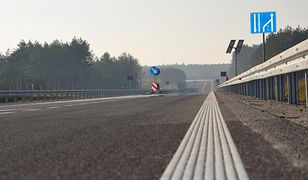 """Obwodnica Bełchatowa w układzie """"2+1"""". Zdaniem ekspertów takie drogi są bezpieczniejsze i powodują, że kierowcy jeżdżą spokojniej"""