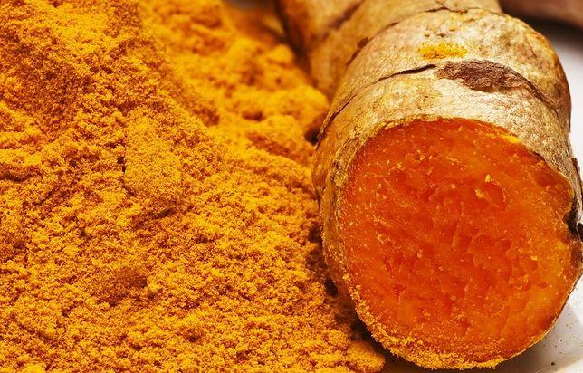 W Indiach kurkuma dodawana jest do słodkich potraw, nadając im charakterystyczną cierpką nutkę w smaku. Przepisy z kurkumą
