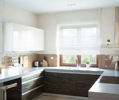Firana, roleta, a może zazdrostka? Dekoracje kuchennego okna