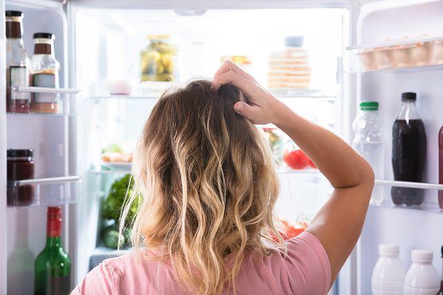 6 sposobów na brzydki zapach w lodówce. Niektóre z nich zaskakują