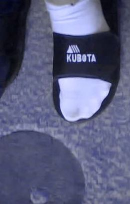 Klapki Kubota to jeden z symboli mody lat 90. w w Polsce
