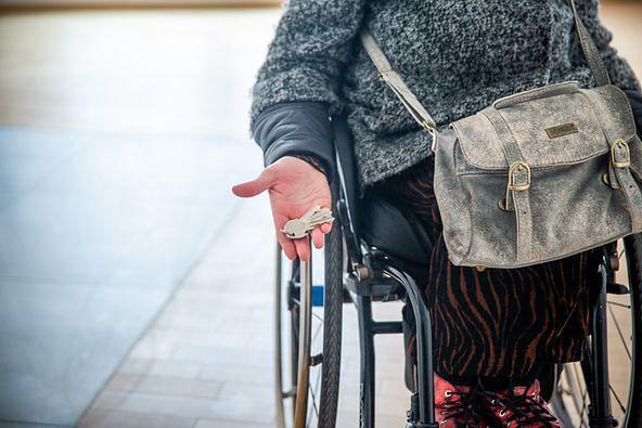"""Warszawa. """"Dobrze u siebie"""" zapewnić może mieszkanie aktywnej, młodej, samodzielnej osobie niepełnosprawnej"""