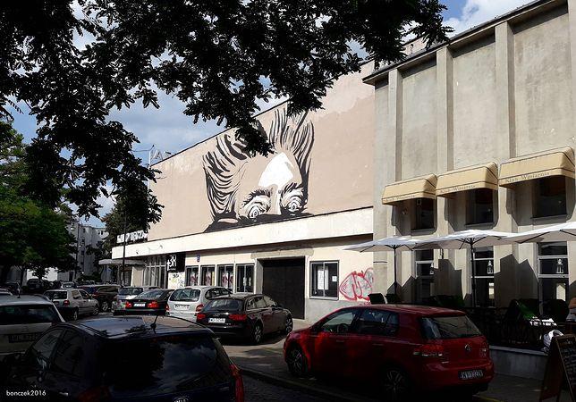 Warszawa. Centrum Kultury Filmowej im. Andrzeja Wajdy wprowadzi się do dawnego kina Tęcza przy ulicy Suzina na Żoliborzu