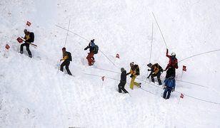 Dramat we Włoszech. Pod śniegiem zginęła kobieta i dwie siedmiolatki (zdjęcie ilustracyjne)