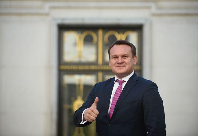 Poseł PiS Dominik Tarczyński budzi skrajne emocje