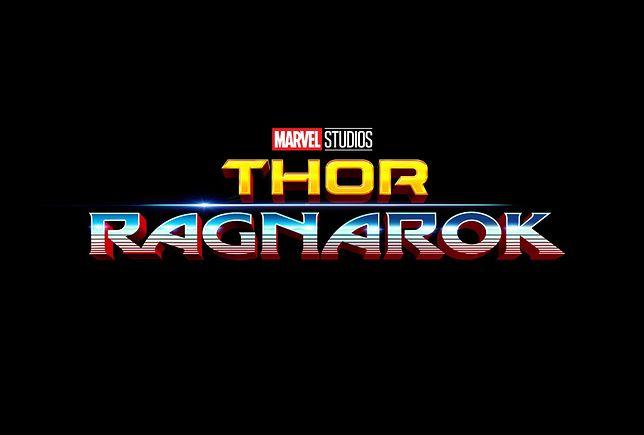 """Thor teleportował się w lata 80. Zobacz zaskakujące fotki z """"Thor: Ragnarok"""""""