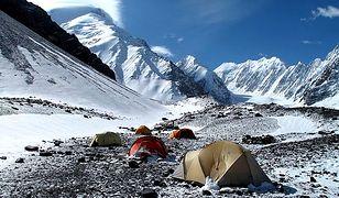 Afganistan - na szczyt przez pole minowe