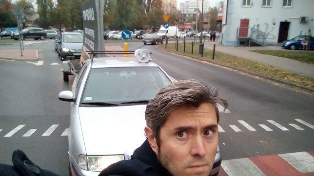 Artysta przez 15 minut blokował ruchliwą ulicę